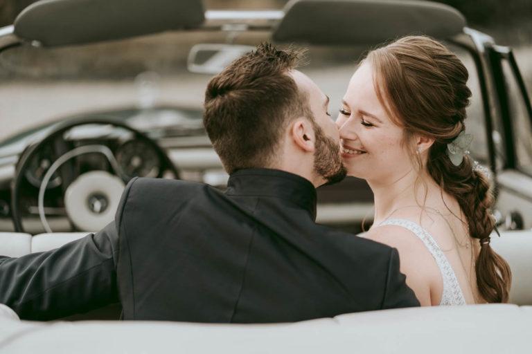 Hochzeitsfotograf | Brautpaar Portraits mit Oldtimer